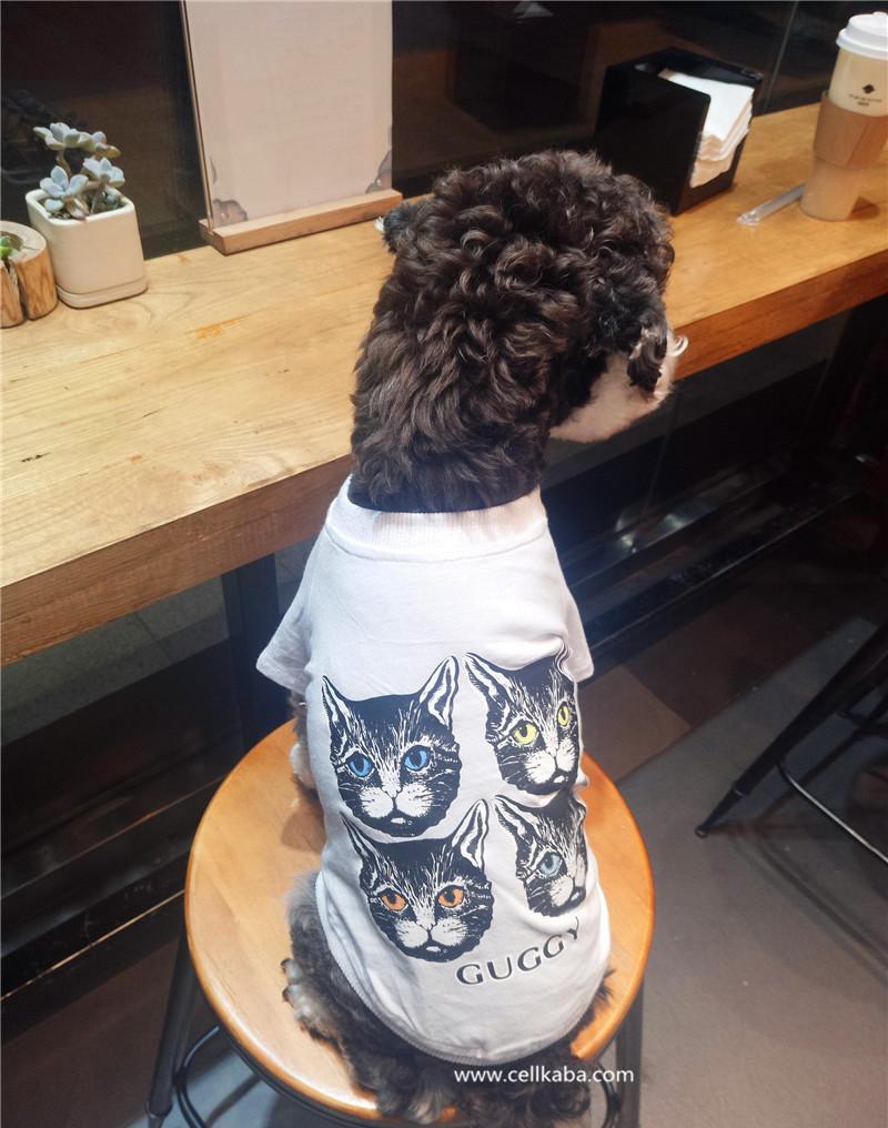 芸能人愛用のファションブランドGUCCIのTシャツ、可愛い犬の服、ペットの肌を傷つけず、皮膚疾患を予防できる。抜け毛もくっつかなく、伸縮性があり動きやすい素材で、遊ぶ時、眠る時、メリハリをつけた生活をしたいわんちゃんにも最適です。