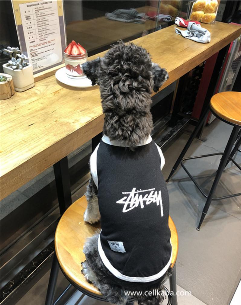 ブラント(ステューシー)ペット用品が注目度が高い、ファションのトレンドについています。丁寧に縫製さていて、耐久性もあるし、春、夏に最適です。服は伸縮性があり、愛犬は動きやすい、ユニークでかっこいい洋服です。